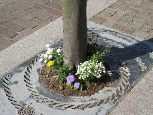 Tree base flowers 8